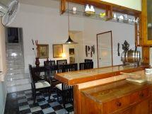 La casa de Daysi y Johanka, vista de la cocina-bar al comedor