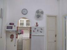 Apartamento de Yusi para usted, vista de la sala a la cocina.